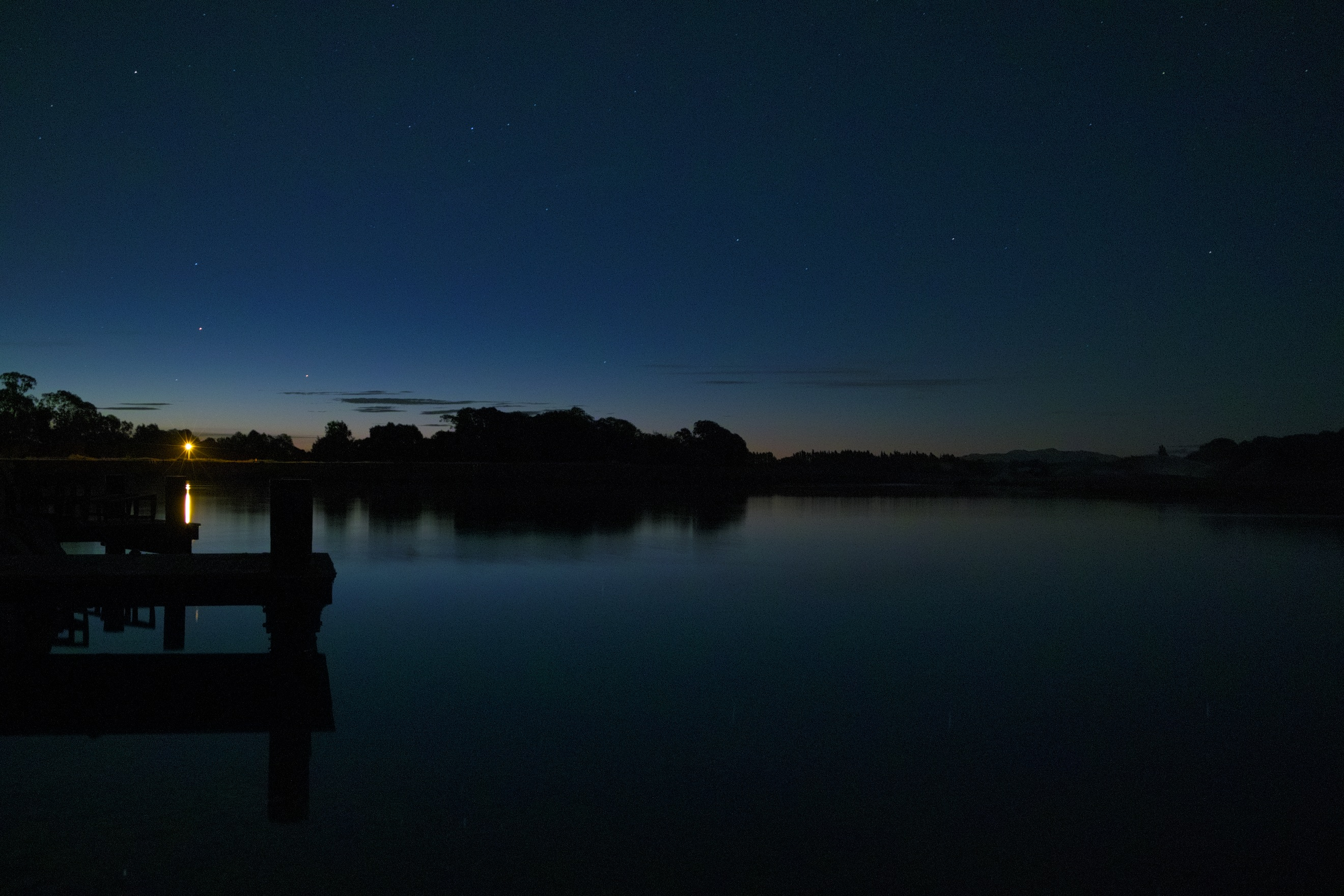 pond s place 1600   night over lake at peppers clearwater