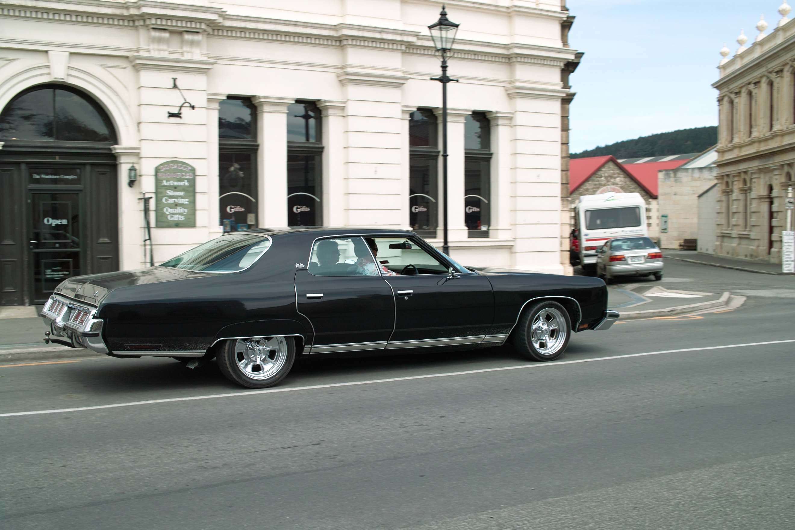 1652 - Oamaru buildings and classic cars