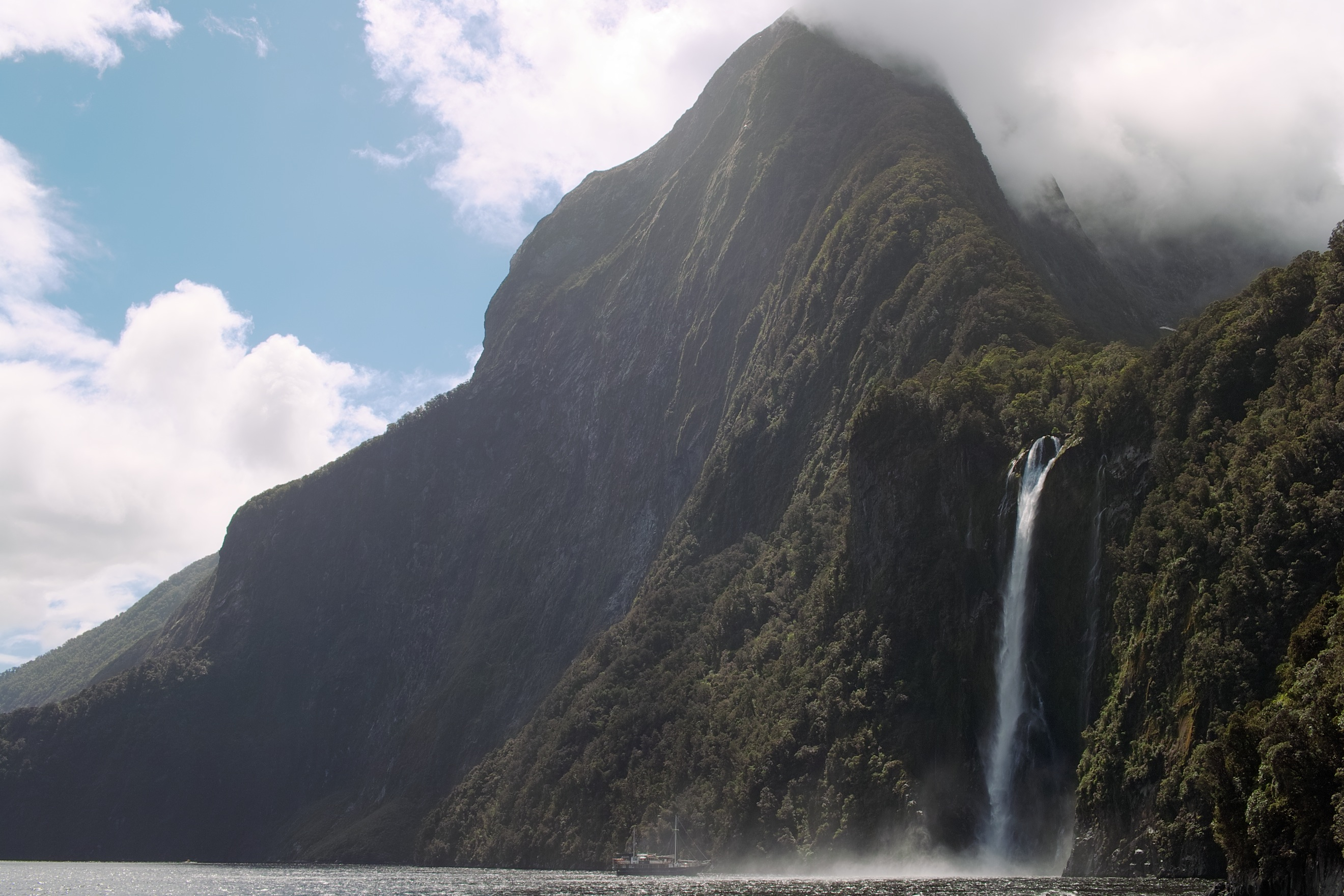 2441 - Milford Sound cruise view