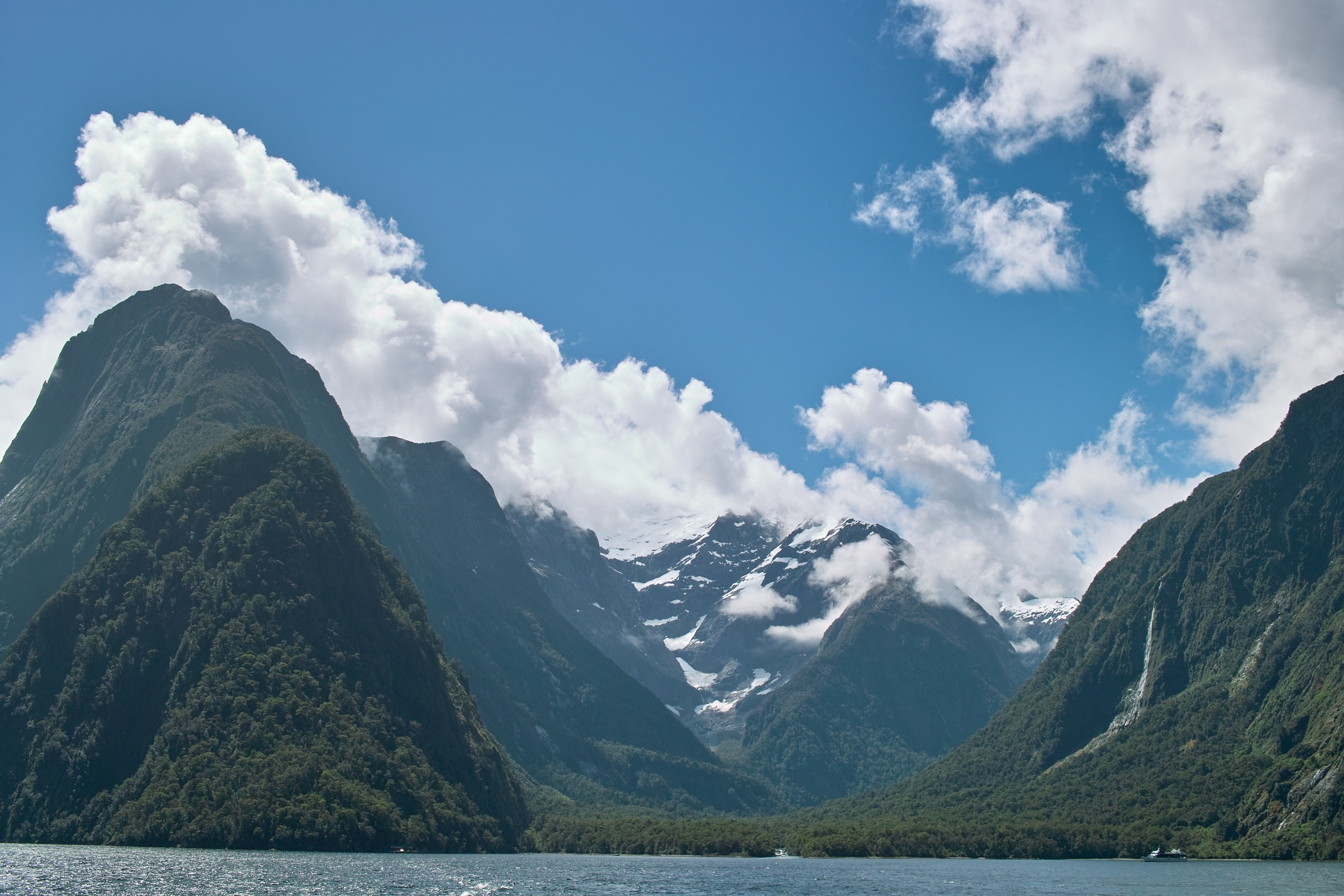 2466 - Milford Sound cruise view