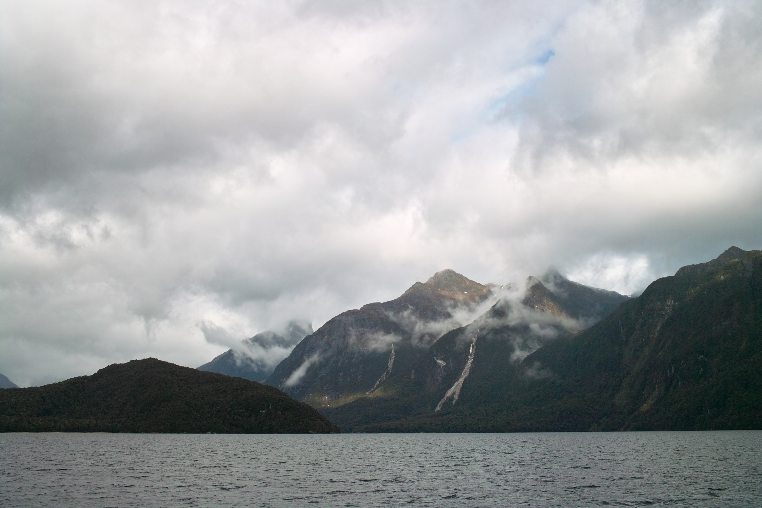 2711 - View from the Lake Manapouri ferry to West Arm