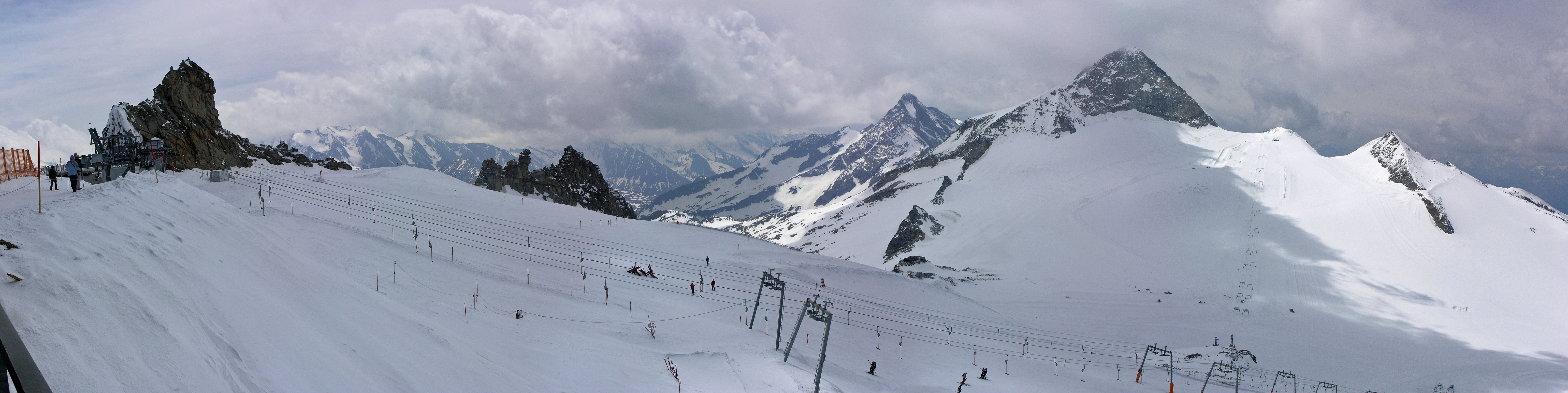 Hintertux top of chairlift view